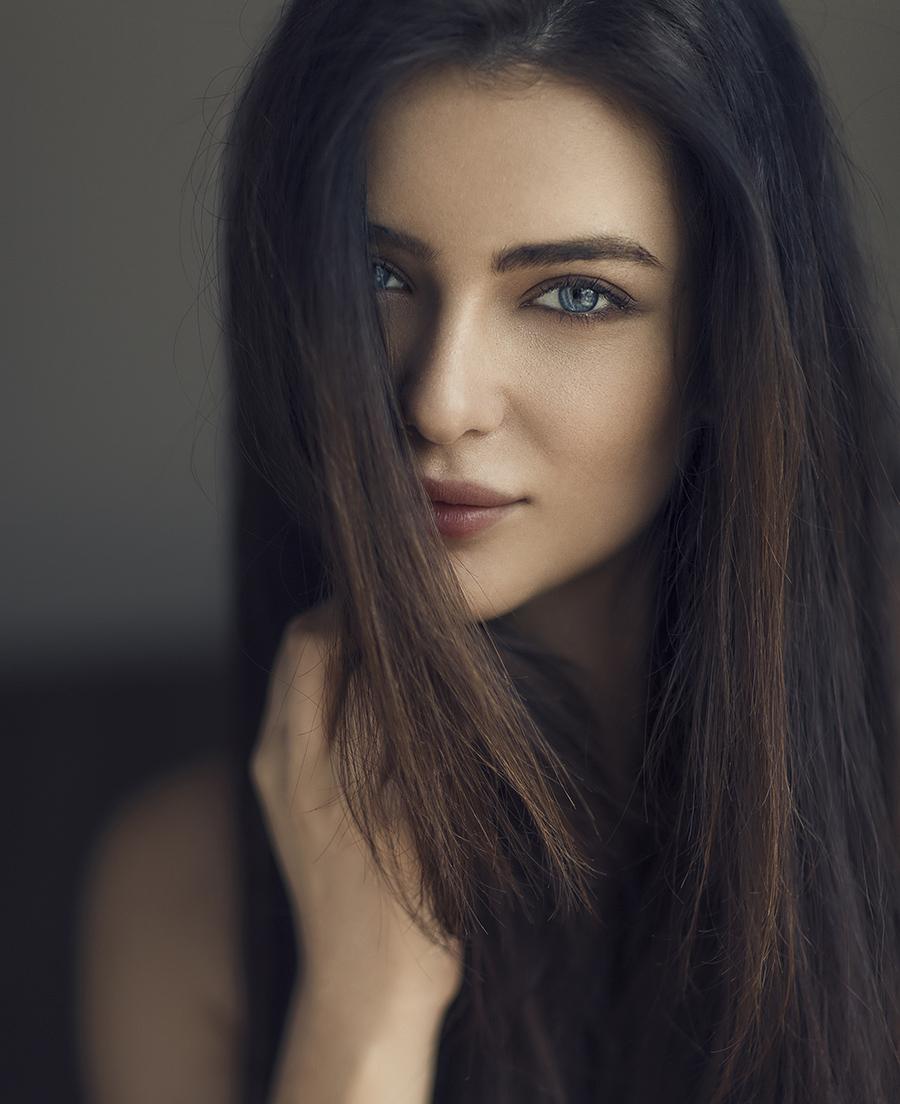 Studio Lighting Vs Natural Light: How To Shoot Amazing Natural Light Portraits, Using Window